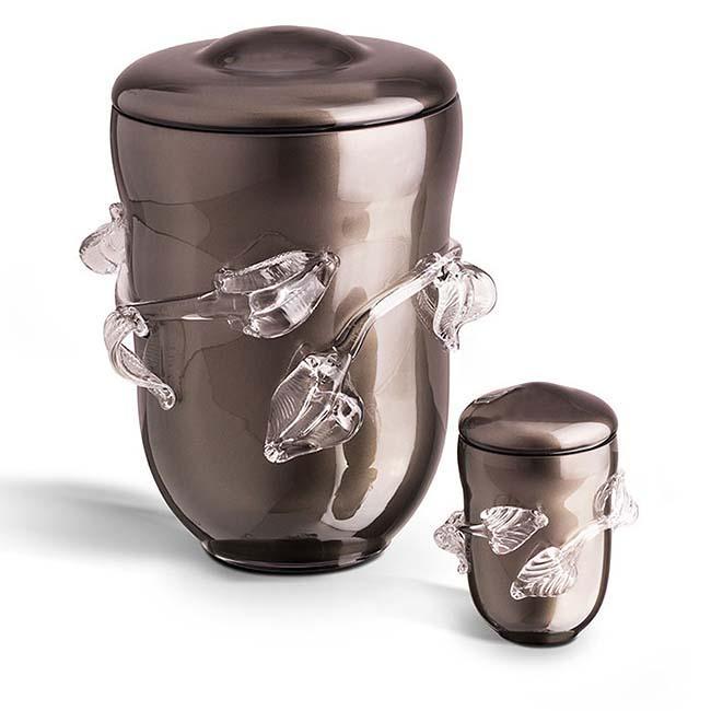 https://grafdecoratie.nl/photos/Grote-glazen-urn-kristal-urnen-GU058B.JPG
