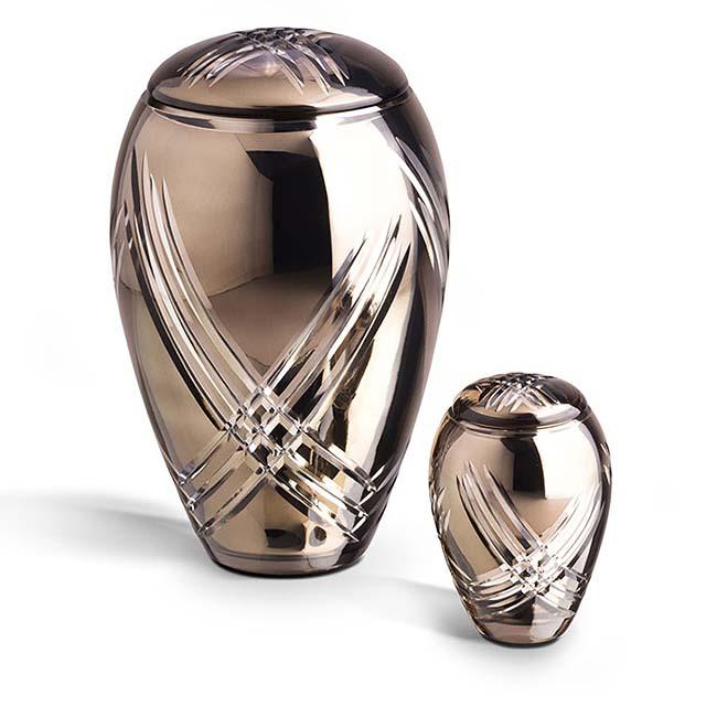 https://grafdecoratie.nl/photos/Grote-glazen-urn-kristal-urnen-GU074.JPG
