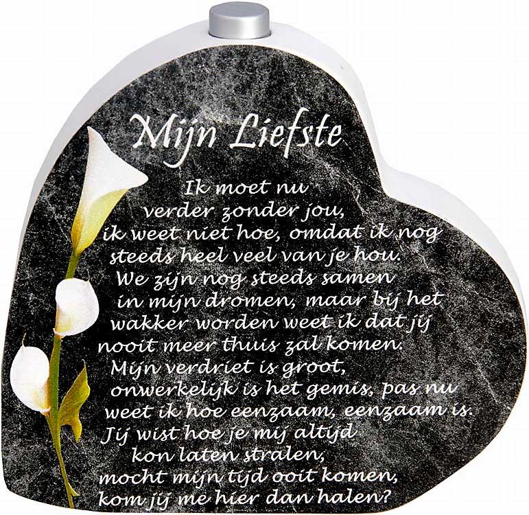 Houten Gedenkhart met Asbuisje en gedicht Liefste (0.015 liter)