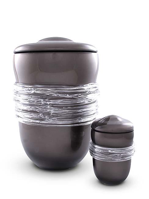 https://grafdecoratie.nl/photos/Kleine-glazen-pot-urn-kristal-urnen-GU159B.JPG