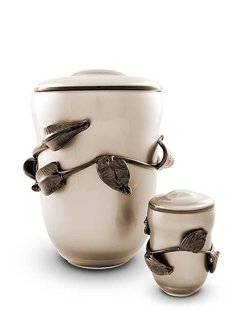 https://grafdecoratie.nl/photos/Kleine-glazen-urn-kristal-urnen-GU158A.JPG