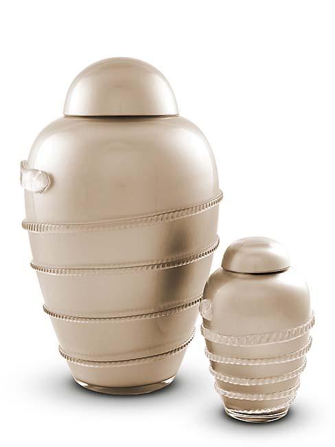 https://grafdecoratie.nl/photos/Kleine-glazen-urn-kristal-urnen-U156A.JPG