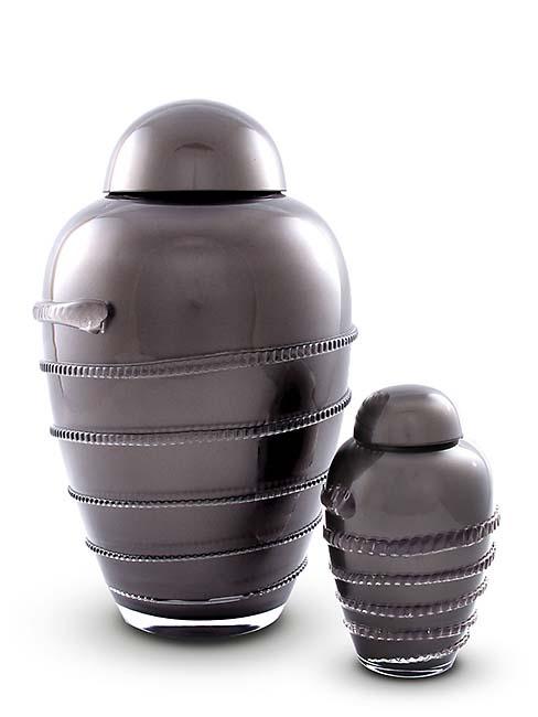 https://grafdecoratie.nl/photos/Kleine-glazen-urn-kristal-urnen-U156B.JPG
