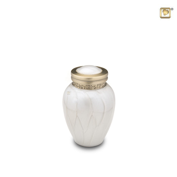 https://grafdecoratie.nl/photos/Mini-Blessing-urn-LoveUrns-messing-urnen-Urnwebshop-HU290K.JPG