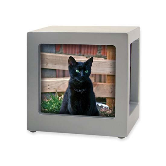 https://grafdecoratie.nl/photos/TB-CMPCD16-25-Small-photo-cube-dieren-urn.jpg