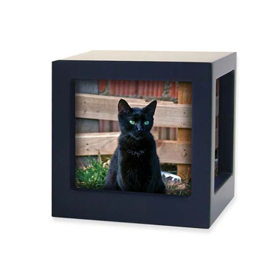 https://grafdecoratie.nl/photos/TB-CMPCD17-25-Small-photo-cube-dieren-urn.jpg