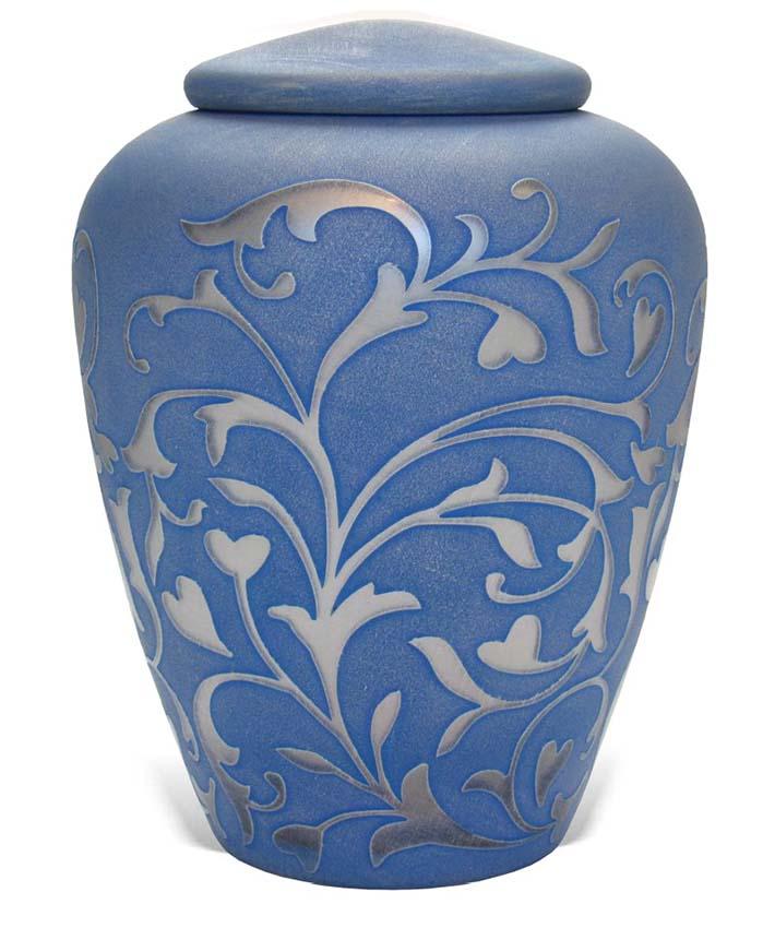 https://grafdecoratie.nl/photos/Uver2-glazen-Manzini-urn-blauw-zilverkleurige-siertakken.jpg