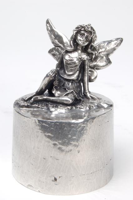 https://grafdecoratie.nl/photos/asbeeld-kleine-urn-miniurn-an-angel-in-heaven-zilvertin-ABNL70005.JPG