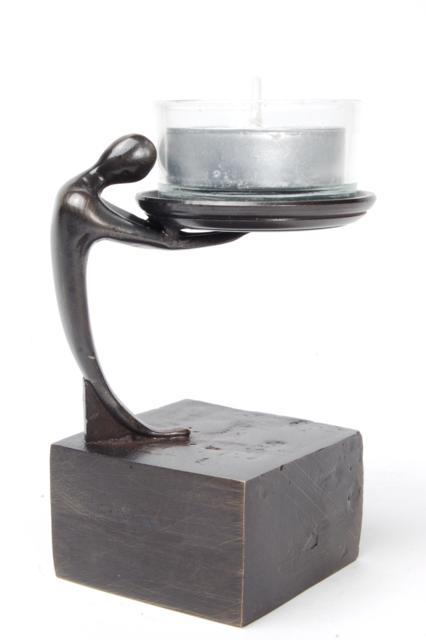 https://grafdecoratie.nl/photos/asbeeld-kleine-urn-miniurn-drager-van-het-licht-verbronsd-ABNL70046.JPG