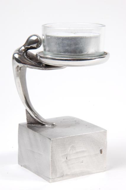 https://grafdecoratie.nl/photos/asbeeld-kleine-urn-miniurn-drager-van-het-licht-zilvertin-ABNL70047.JPG