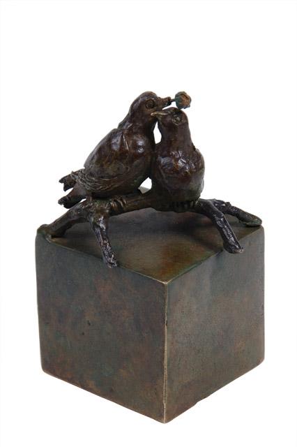 https://grafdecoratie.nl/photos/asbeeld-kleine-urn-miniurn-eeuwige-liefde-brons-ABNL70164.JPG