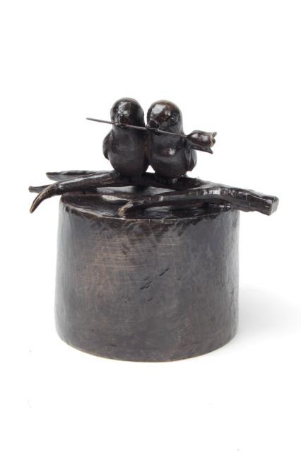 https://grafdecoratie.nl/photos/asbeeld-kleine-urn-miniurn-eeuwige-liefde-verbronsd-ABNL70012.JPG