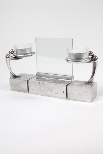 https://grafdecoratie.nl/photos/asbeeld-kleine-urn-miniurn-fotolijst-3-delig-zilvertin-ABNL70081.JPG