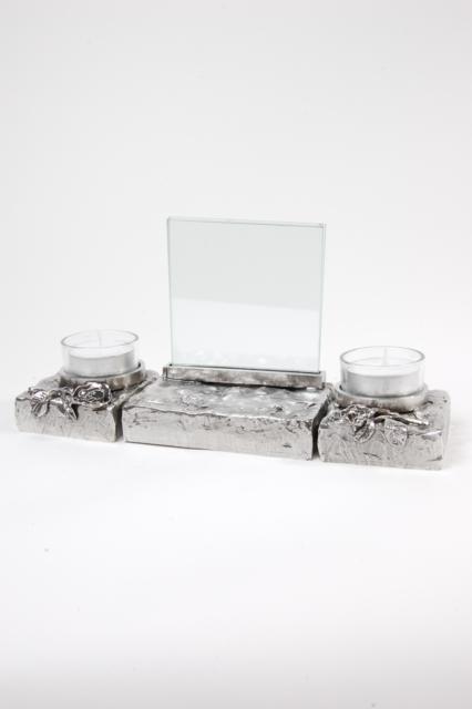 https://grafdecoratie.nl/photos/asbeeld-kleine-urn-miniurn-fotolijst-roos-kaars-ruw-3delig-zilvertin-ABNL70073.JPG