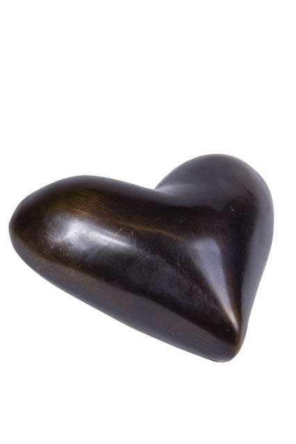 https://grafdecoratie.nl/photos/asbeeld-kleine-urn-miniurn-hartverwarmend-liggend-verbronsd-ABNL70106.JPG
