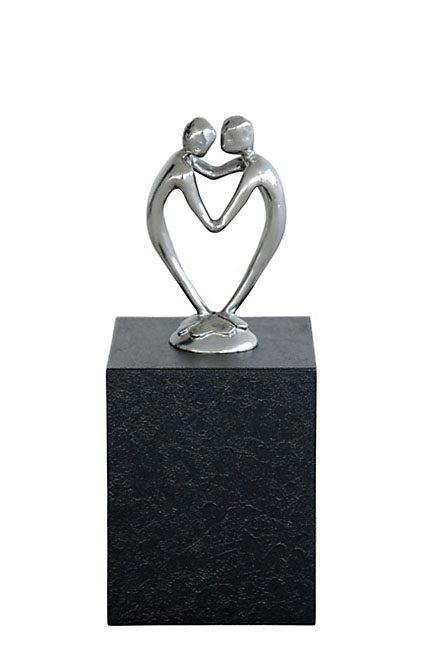 https://grafdecoratie.nl/photos/asbeeld-standbeeld-urn-urnbeeld-Door-Het-Hart-Verbonden-Zijn-ABNL70148.JPG