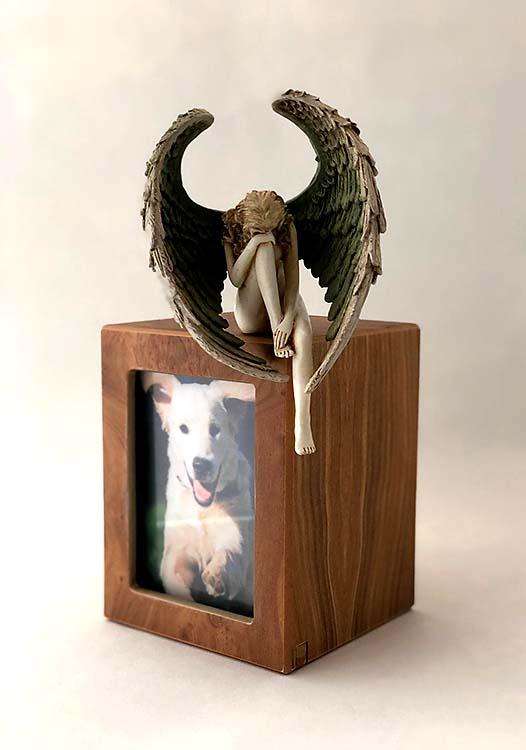 Handgeschilderde Engel op Photobox Hondenurn (1.5 liter)