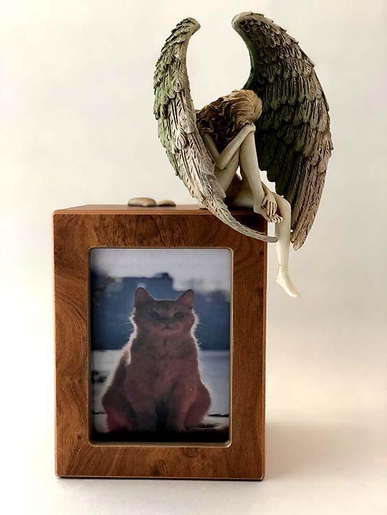 Handgeschilderde Engel op Photobox Kattenurn (1.5 liter)