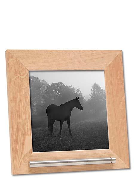 https://grafdecoratie.nl/photos/fotolijst-dierenurn-portret-dierenurn-fotolijst-met-askader-45KJ1A1313.jpg