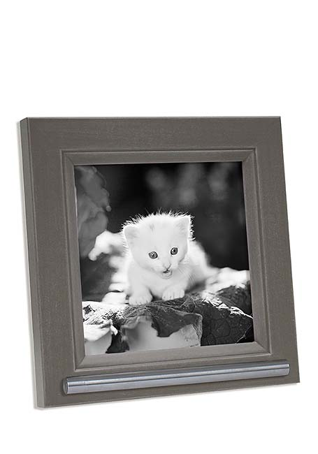 https://grafdecoratie.nl/photos/fotolijst-dierenurn-portret-urn-fotolijst-met-askader-42LF7A1313.jpg