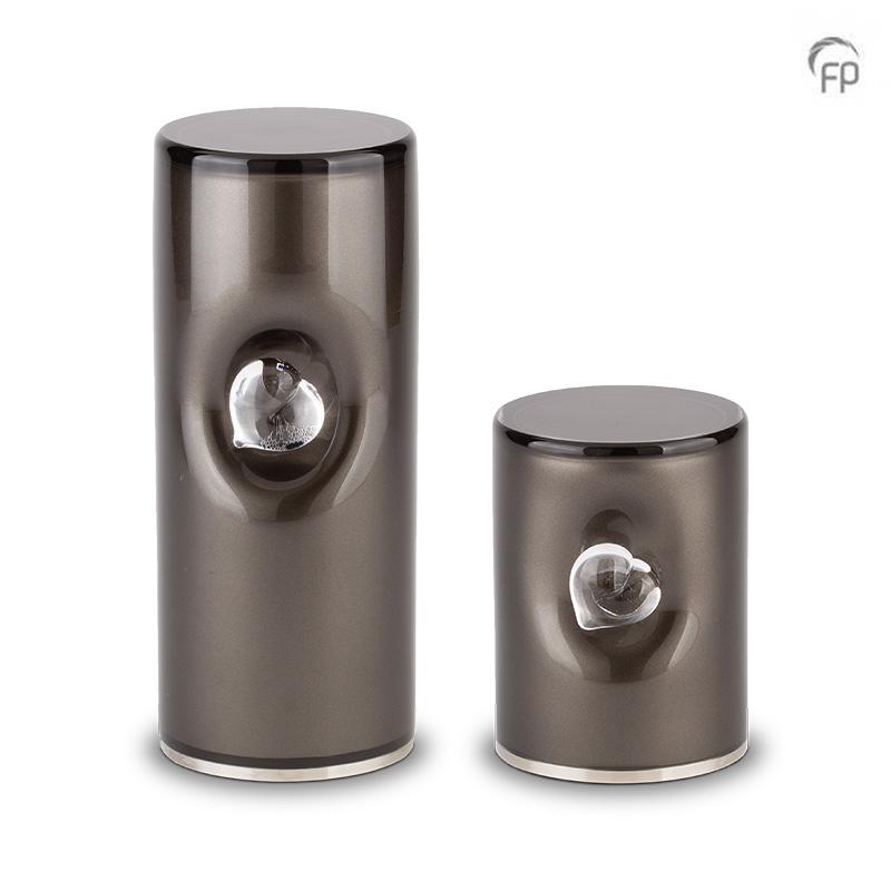 https://grafdecoratie.nl/photos/glazen-crematie-as-cilinder-urn-zwart-hart-urnwebshop-GUP052M.jpg