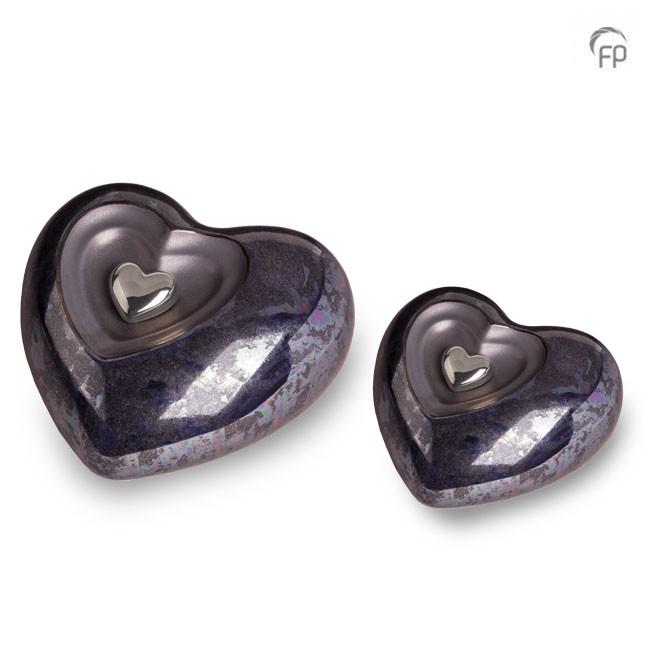 https://grafdecoratie.nl/photos/grote-keramische-hart-urn-urnen-keramiek-urnwebshop-KU036.jpg