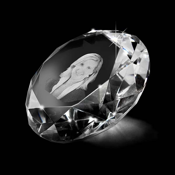 https://grafdecoratie.nl/photos/grote-kristalglazen-gedenkglas-diamant-lasergravure-Diamant080.JPG
