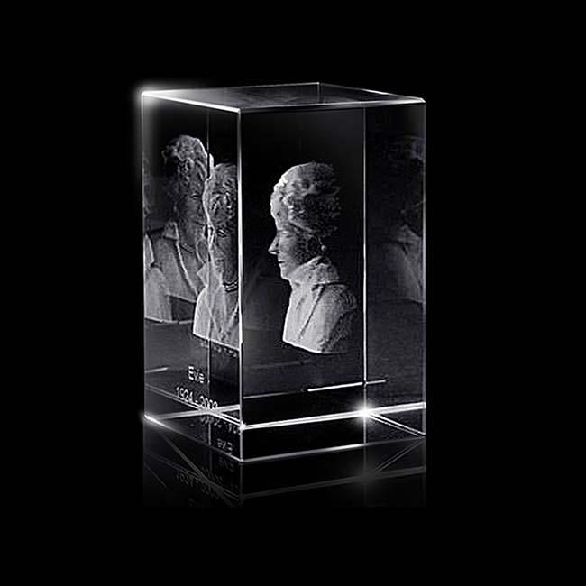 https://grafdecoratie.nl/photos/groter-kristalglazen-gedenkglas-rechthoek-lasergravure-rechthoek1288.JPG