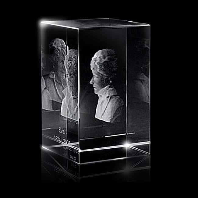 https://grafdecoratie.nl/photos/groter-kristalglazen-gedenkglas-rechthoek-lasergravure-rechthoek13975.JPG