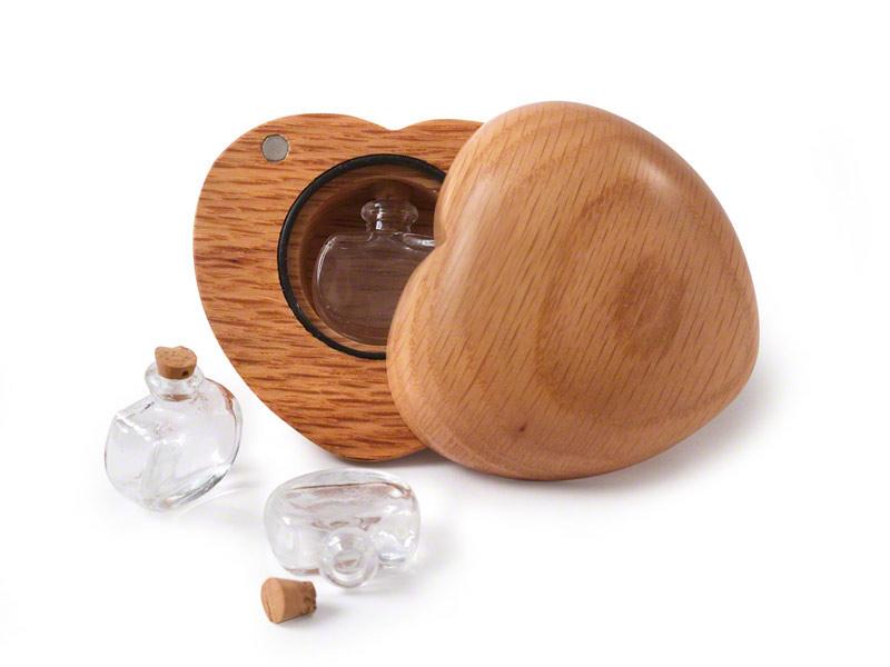 Houten Mini Herinneringshart Urn (0.015 liter)