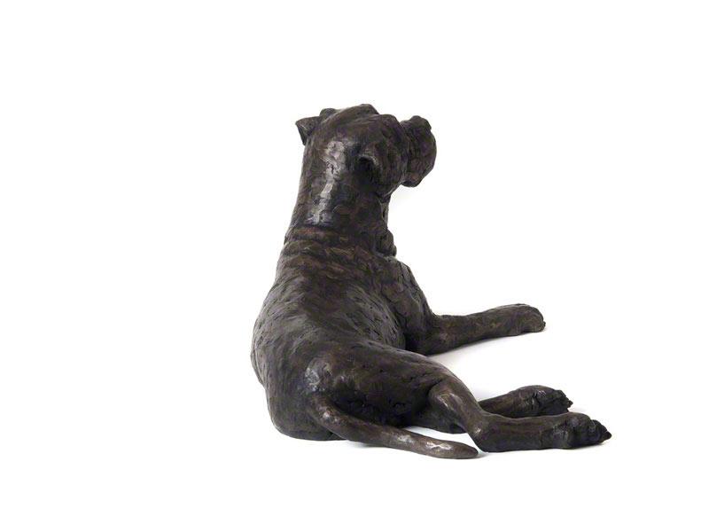 Hondenurn of Asbeeld Liggende Boxer (2 liter)