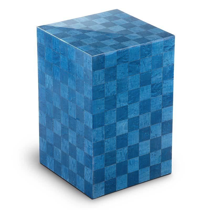 https://grafdecoratie.nl/photos/houten-designurn-rechthoekig-blauw-Scacchiera-Blu-URVSC02L.JPG