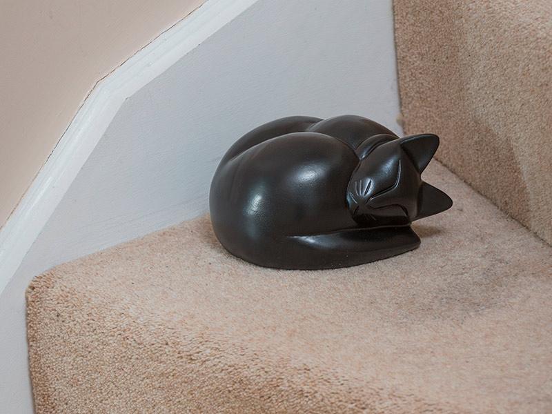 Kattenurn of Asbeeld Slapende Kat Zwart (0.25 liter)