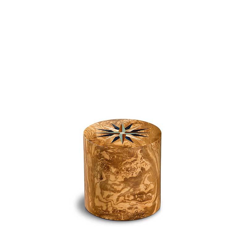 https://grafdecoratie.nl/photos/houten-miniurn-cilinder-olijf-Fenice-Pisa-windroos-FEPRV01L.JPG