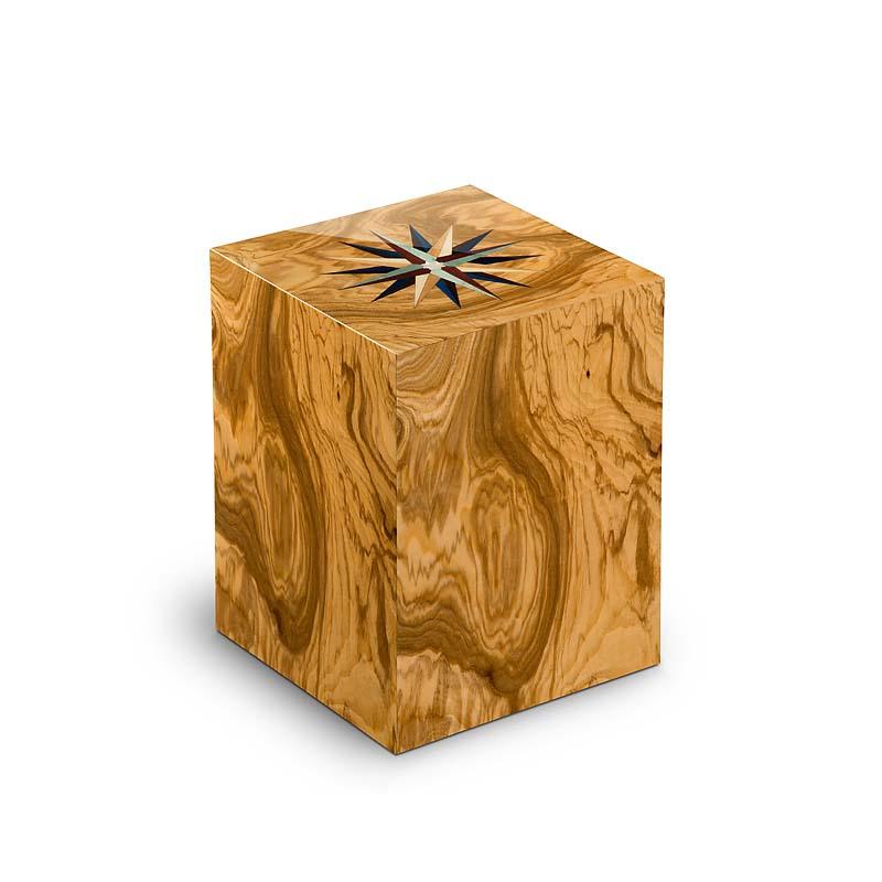 https://grafdecoratie.nl/photos/houten-rechthoekige-urn-Windroos-Olivo-UR3RV01L.JPG