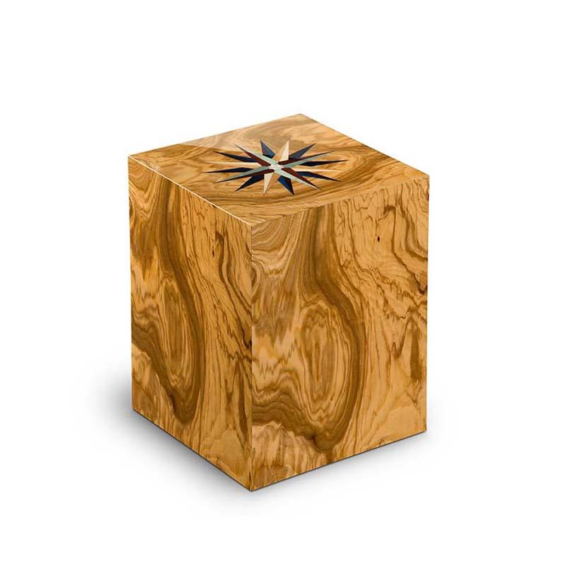 https://grafdecoratie.nl/photos/houten-rechthoekige-urn-Windroos-Olivo-URCRV01L.JPG