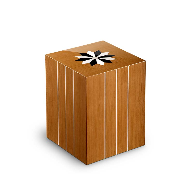 https://grafdecoratie.nl/photos/houten-rechthoekige-urn-Windroos-Teak-UR3RV03L.JPG