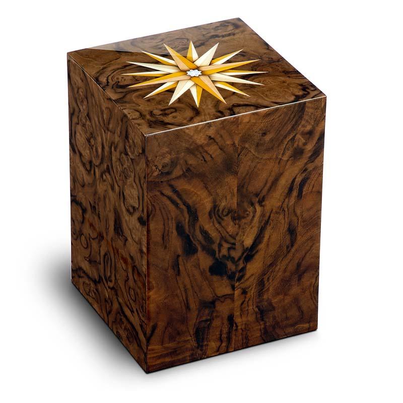 https://grafdecoratie.nl/photos/houten-urn-Rechthoekige-walnoten-Essential-windroos-URVRV02L.JPG