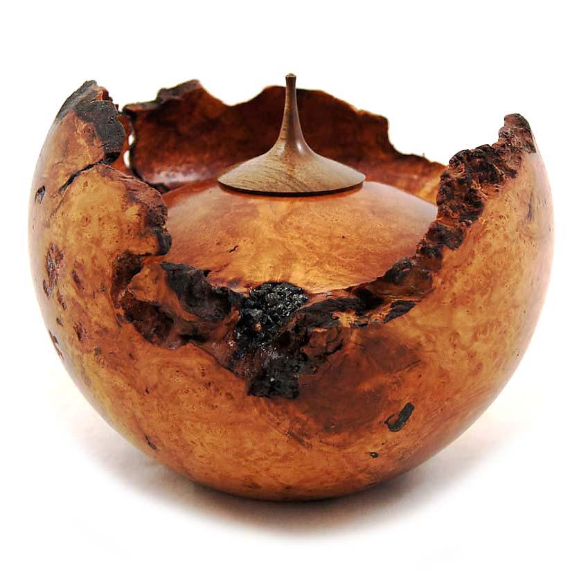 https://grafdecoratie.nl/photos/houten-urn-bruyere-139-01.JPG