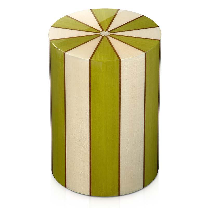 https://grafdecoratie.nl/photos/houten-urn-cilinder-groen-pisa-erica-URPXX01L.JPG