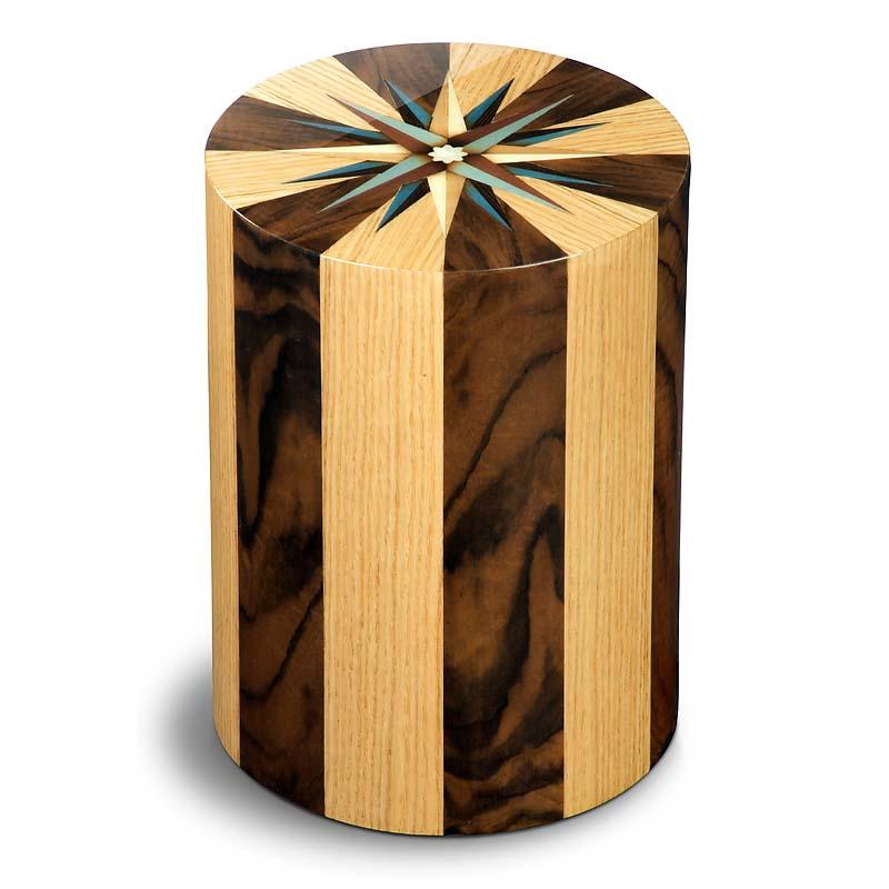 https://grafdecoratie.nl/photos/houten-urn-cilinder-pisa-Noce-Rovere-URPXX05L.JPG