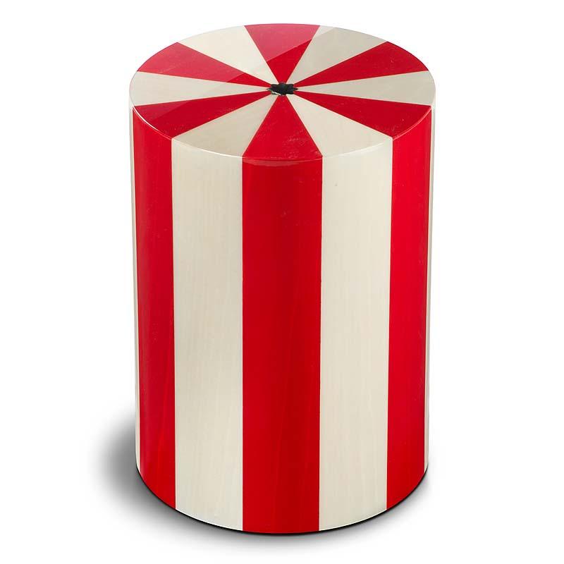 https://grafdecoratie.nl/photos/houten-urn-cilinder-rood-Pisa-Rosso-URPXX08L.JPG