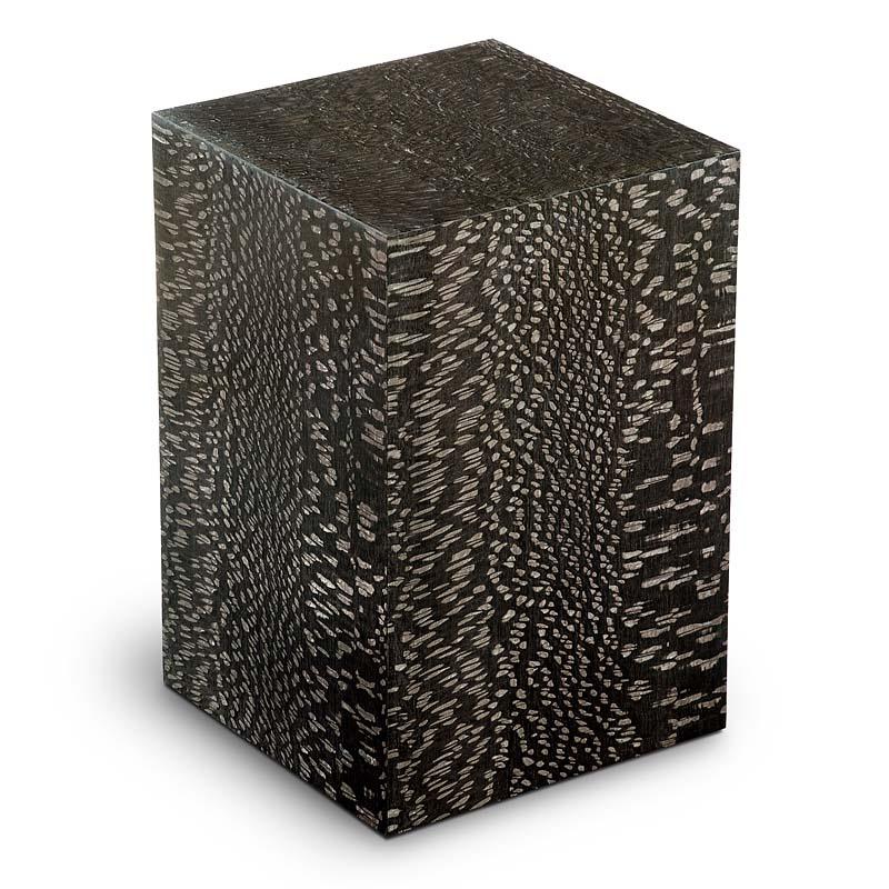 https://grafdecoratie.nl/photos/houten-urn-rechthoekige-zwart-Essential-Carvalho-URVES05P.JPG