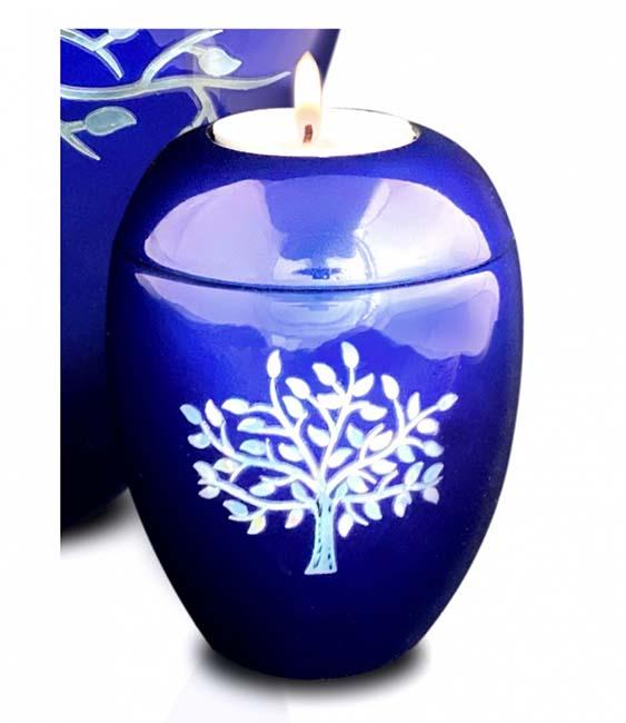 https://grafdecoratie.nl/photos/kaarshouder-urn-blauw-levensboom-urnwebshop-UU420024A.jpg