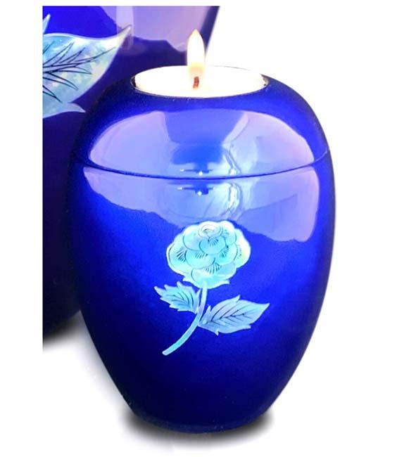 https://grafdecoratie.nl/photos/kaarshouder-urn-blauw-roos-urnwebshop-UU420023A.jpg