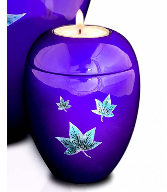 https://grafdecoratie.nl/photos/kaarshouder-urn-paars-bladeren-urnwebshop-UU420022C.jpg