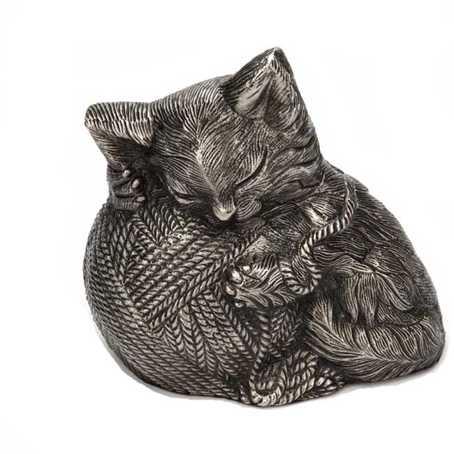 https://grafdecoratie.nl/photos/katten-urn-kitty-cat-zilver.JPG