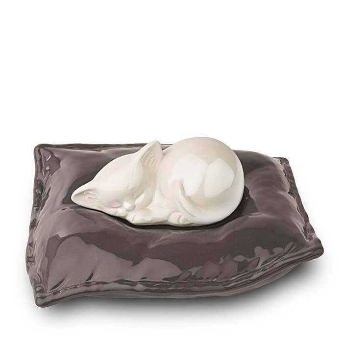 Witte Dierenurn Slapende Kat op Kussen (0.8 liter)