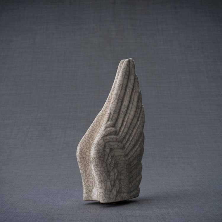 https://grafdecoratie.nl/photos/keramische-mini-art-urn-Wings-crematie-as-urnen-keramiek-WI-S22.JPG