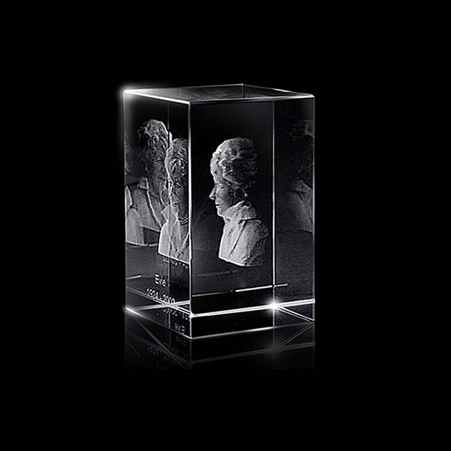 https://grafdecoratie.nl/photos/klein-kristalglazen-gedenkglas-rechthoek-lasergravure-rechthoek855.JPG